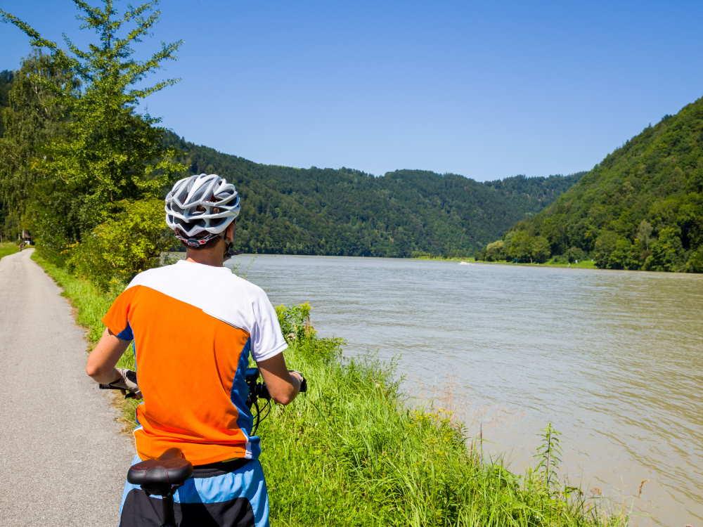 Pista ciclabile lungo il Danubio